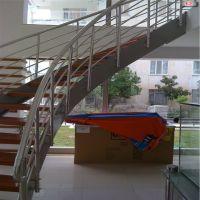 saç-yanaklı-merdiven-1